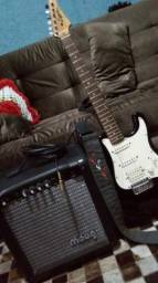 Guitarra Lyon e amplificador Moug Gs20