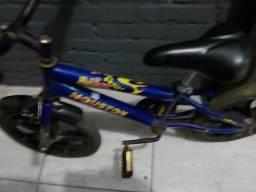 Bicicleta infantil aro 16 pequenos ajustes