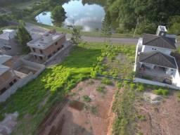 Terreno em frente ao lago do Condomínio Laguna
