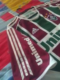 Duas camisas do Fluminense pelo preço de uma