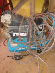 Vendo compressor de ar com mangueira  500,00
