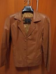 Jaqueta de couro natural feminina.