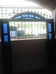 2 portas de madeira e 2 de vidro mais o arco