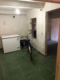 Aluguel casa com quarto grande, duas salas e quintal