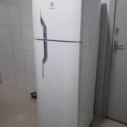 Título do anúncio: Refrigerador eletrolux 110v gelo seco entrego