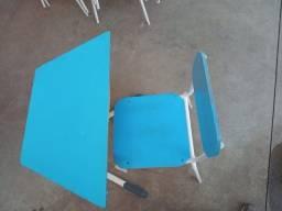 Cadeiras e mesas escolares