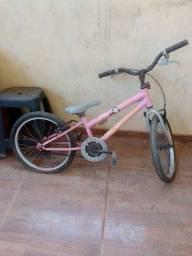 Título do anúncio: Vendo bicicleta infantil 90.00