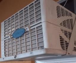 Ar condicionado em uso e com revisão em Dez/ 2020 R