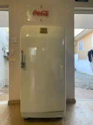 Geladeira frigidaire antiga