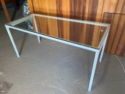 Mesa de alumínio com vidro