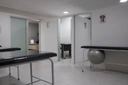 Título do anúncio: Alugo Sala em clínica, podendo montar seu negócio! Águas Claras