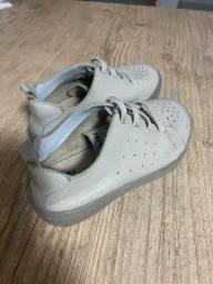 Título do anúncio: Sapato infantil social bege em ótimo estado