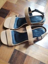 Sandália da Outer (1 único uso - tamanho 35)