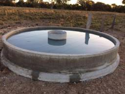 Bebedouro e reservatório de cimento para gado. Bebedouro prémoldado de concreto para água
