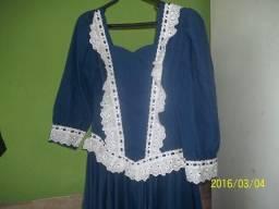 Vestido de prenda azul com bco