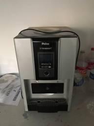 Bebedouro e máquina de gelo