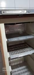 Vendo esse freezers vertical
