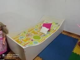 Cama para bebês saídos do berco