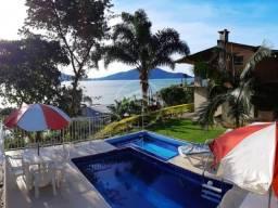 Casa com Piscina e Linda Vista p/Mar e o Verde à 100mts da Praia na Enseada de Brito, Palh