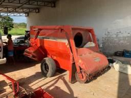 Vagão MIsturador auto Carregável com Balança Ipacol 4 m³ 2015