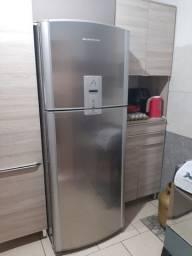 Vende-se geladeira frost free inox em ótimo estado