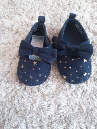 Sapatos vendo ou troco por roupa de menina de 1 ano