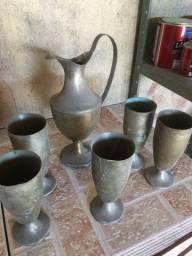Jarra e copos antigos