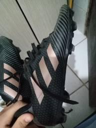 Chuteira Adidas