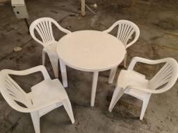 Mesa de plástico 90cm + 4 cadeiras