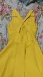 Vende-se esses dois vestidos de festa.