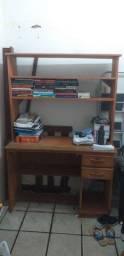 Mesa de madeira maciça para estudos