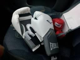 Luvas de boxe, saco de pancada, bandagem