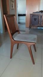 Cadeiras em madeira maciça estofadas alto padrão