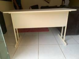 Mesa de escritório com duas gavetas