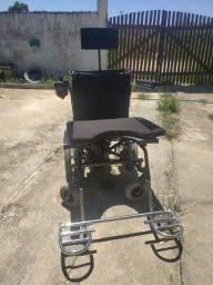 Vendo cadeira de rodas elétrica.