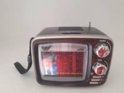 Rádio retrô modelo TV AM/FM portátil em Maracanaú
