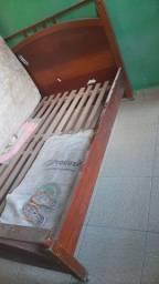 Cama de casal em Angelim