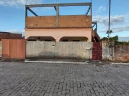 Casa de 2 Quartos + Garagem para 2 carros.