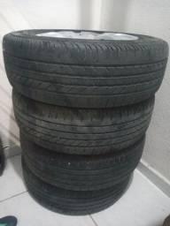 Vende-se 4 pneus com jante e carlolata.