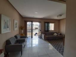Linda casa duplex no bairro de Fátima. Financia