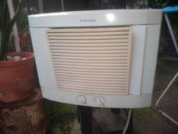 Título do anúncio: Ar condicionado 7.500btus Electrolux com defeito