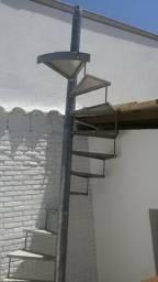 Escada Espiral em Alumínio e Aço