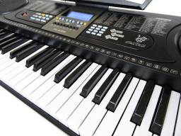 Teclado Musical Arranjador 61 Teclas HK 2106 com Visor Lcd+Fonte Bivolt+Microfone