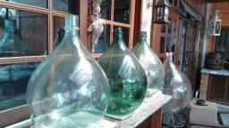 Garrafões antigos de vidro