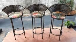 3 cadeiras de vime bancada
