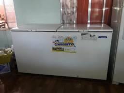 Vende se freezer semi novo usado poucas vezes com nota fiscal e tudo Metalfrio 546 litros