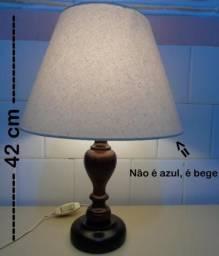 Abajur de Madeira cúpula bege comprar usado  Florianópolis