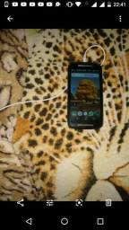 Verdo um celular Moto g2 bem conservado mais ele tá Trincado