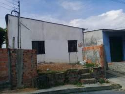Boa Vila no Nova Vitória com três quitinetes com cômodos e banheiro interno