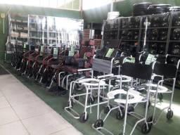 Cama e cadeiras de rodas
